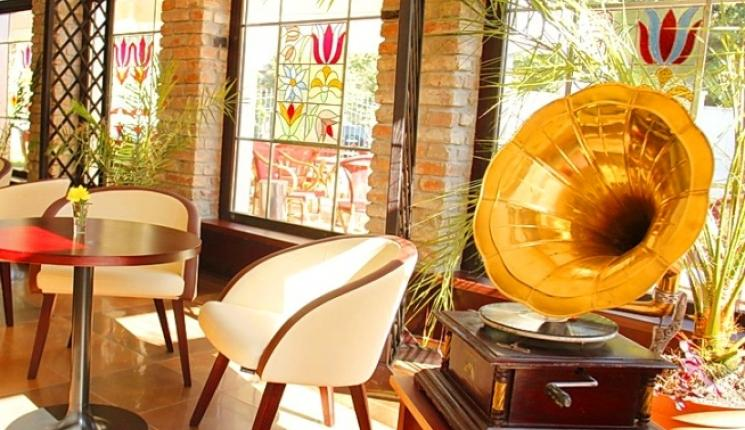 Hotel Dália Košice - reštaurácia - gramofón