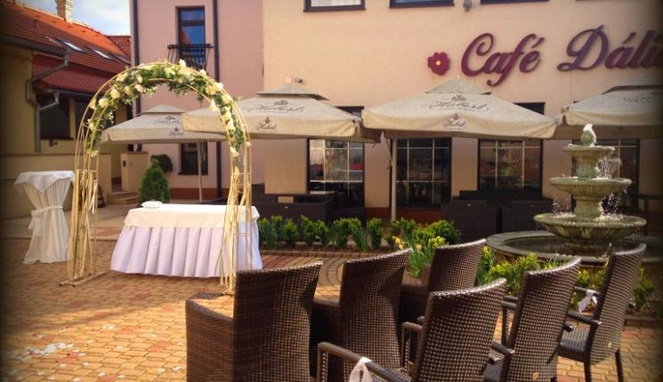 Hotel Dália Košice - reštaurácia - svadba - nádvorie hotela