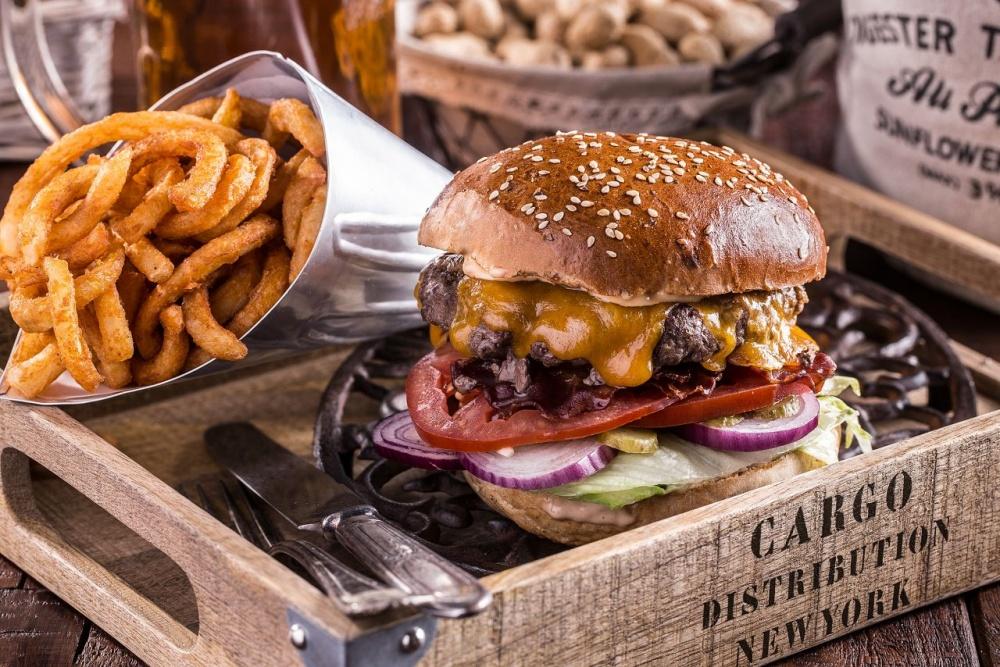 Fabrika the beer pub - Burger - NA TÝCHTO MIESTACH V BRATISLAVE A OKOLÍ DOSTANETE TIE NAJLEPŠIE BURGRE