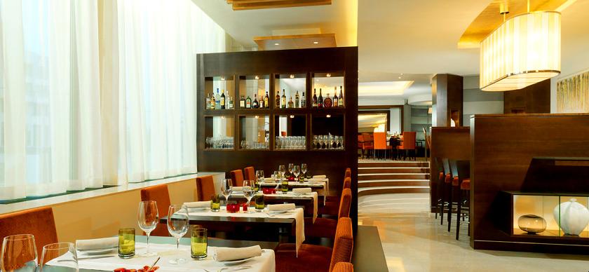 Obed v Bratislave trochu inak. Vyskúšajte business menu. Brasserie Anjou v Hoteli Sheraton ponúka okrem business menu aj ďalšie gastronomické akcie