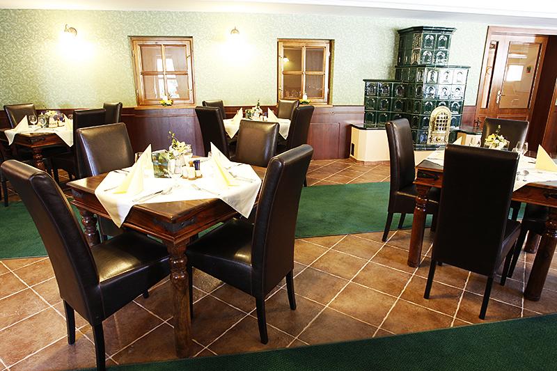 Obed v Bratislave trochu inak. Vyskúšajte business menu. Interiér reštaurácie Landsfeld restaurant v Hoteli Majolika v Modre