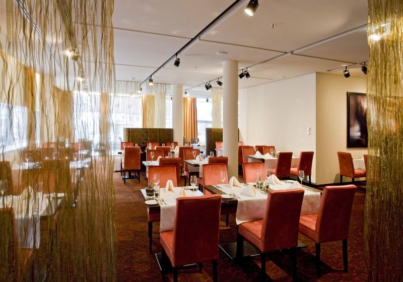 Seasons: Priestranná a presvetlená hotelová reštaurácia