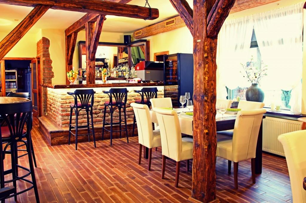 Topoľčany: Barock Restaurant & Pension Tovarnícka 28 95501 Topoľčany