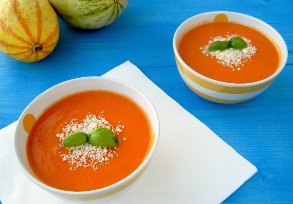 slovenské foodblogy #1: Pastva pre oči, jemnosť pre jazyk - karfiolová polievka s paradajkami a bazalkou