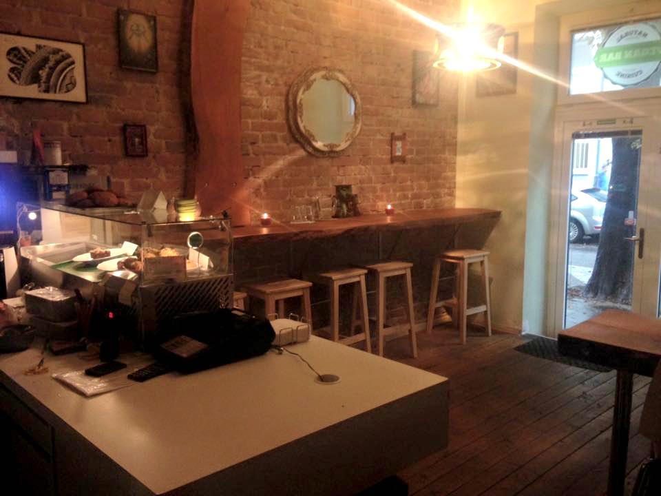 vegetariánske a vegánske reštaurácie: Vegan bar, Továrenská 4, Bratislava, foto: facebook.com/vegan.bar.ba