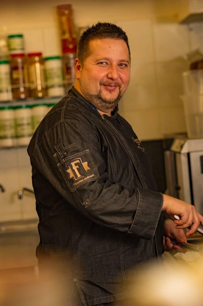 Executive Chef reštaurácií FLAMENDER, Peter Petráš.