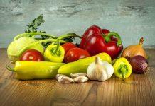 menucka-magazin-farby-na-tanieri-top-paprika-paradajka-cesnak-zelenina