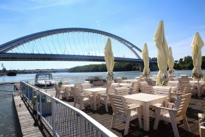 Menučka magazín - Nové reštaurácie v Bratislave - Knajpa na Dunaji