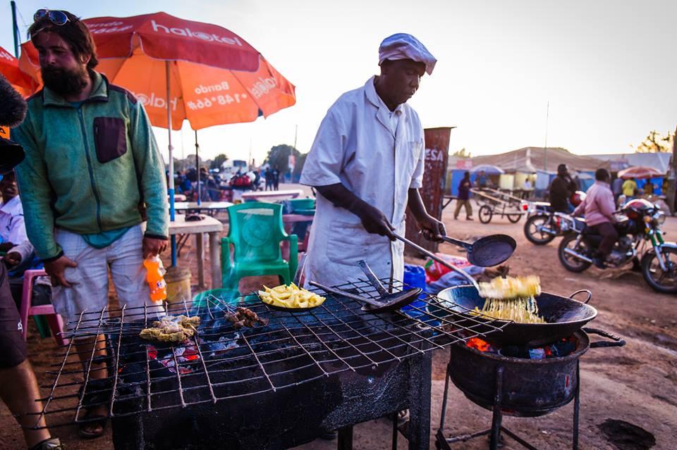 Afrika na pionieri: Na ulici ste nemali problém zohnať zemiakové hranolky. Kdekoľvek.