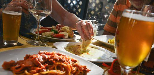 jedlo a alkoholické nápoje