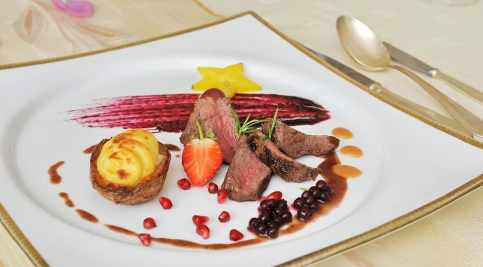 Zimný festival jedla - Afrodita, Chateau Čereňany - Daniel na brusniciach, jemne zaúdený s plnenými zemiakmi