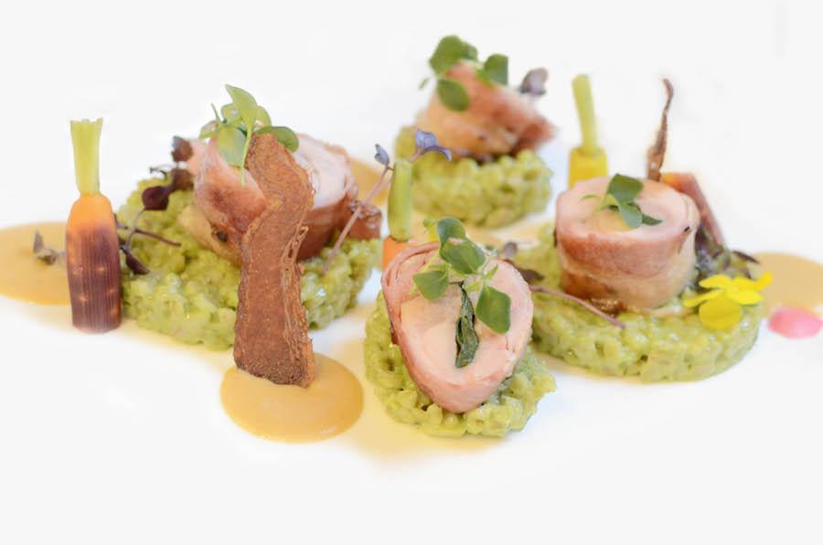 Zimný festival jedla - Reštaurácia Hotela Dubná Skala, Žilina - Vykostené konfitované stehno z králika so špenátovým krupotom a glazovanou zeleninou