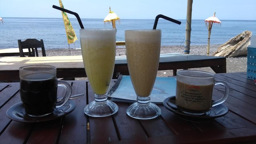 Káva a džúsy na pláži - Bali Indonézia - menučka magazín