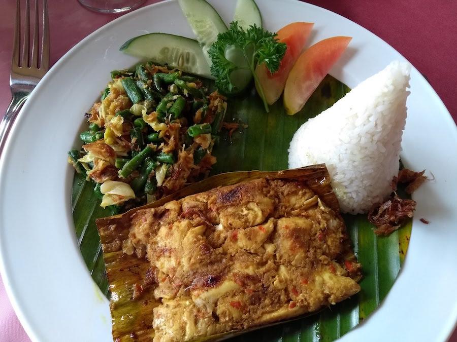 Ikan Pepes v reštaurácii - Bali, Indonézia, kuchyňa- Menučka magazín