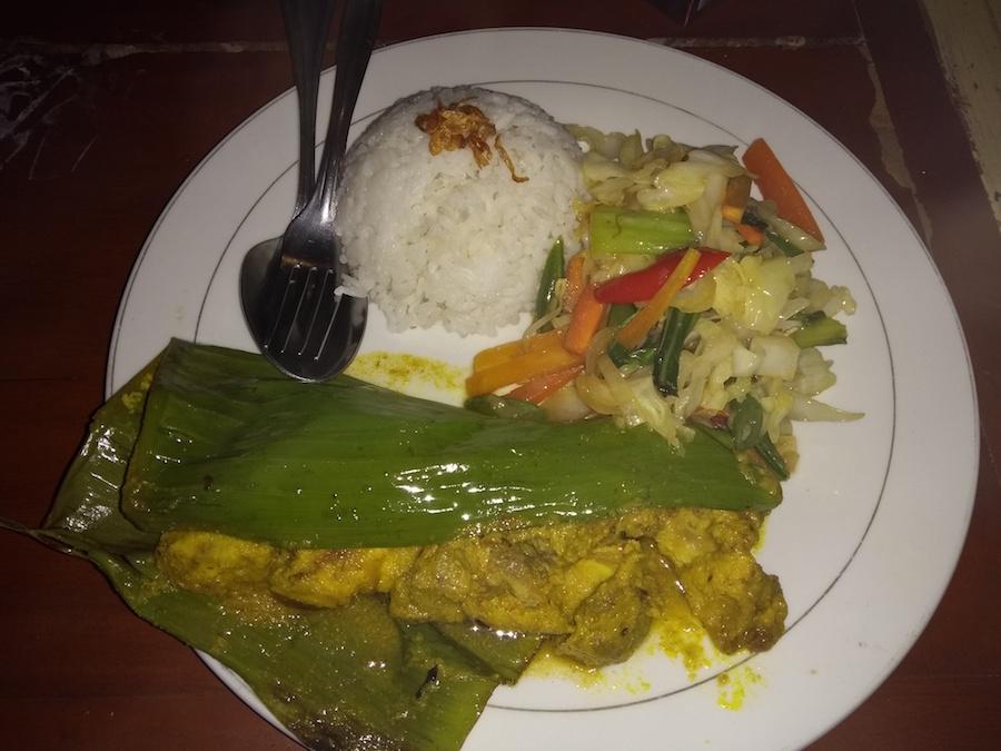Ikan Pepes vo warungu - Bali, Indonézia, kuchyňa- Menučka magazín