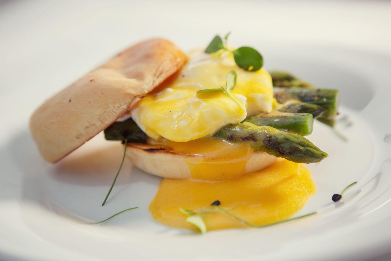 avokádo: Alebo máte chuť na vajíčko so špargľou? foto: Hotel Sheraton Bratislava