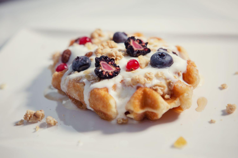 avokádo: Alternatívnou sú napríklad sladké wafle s lesným ovocím, foto: Hotel Sheraton Bratislava