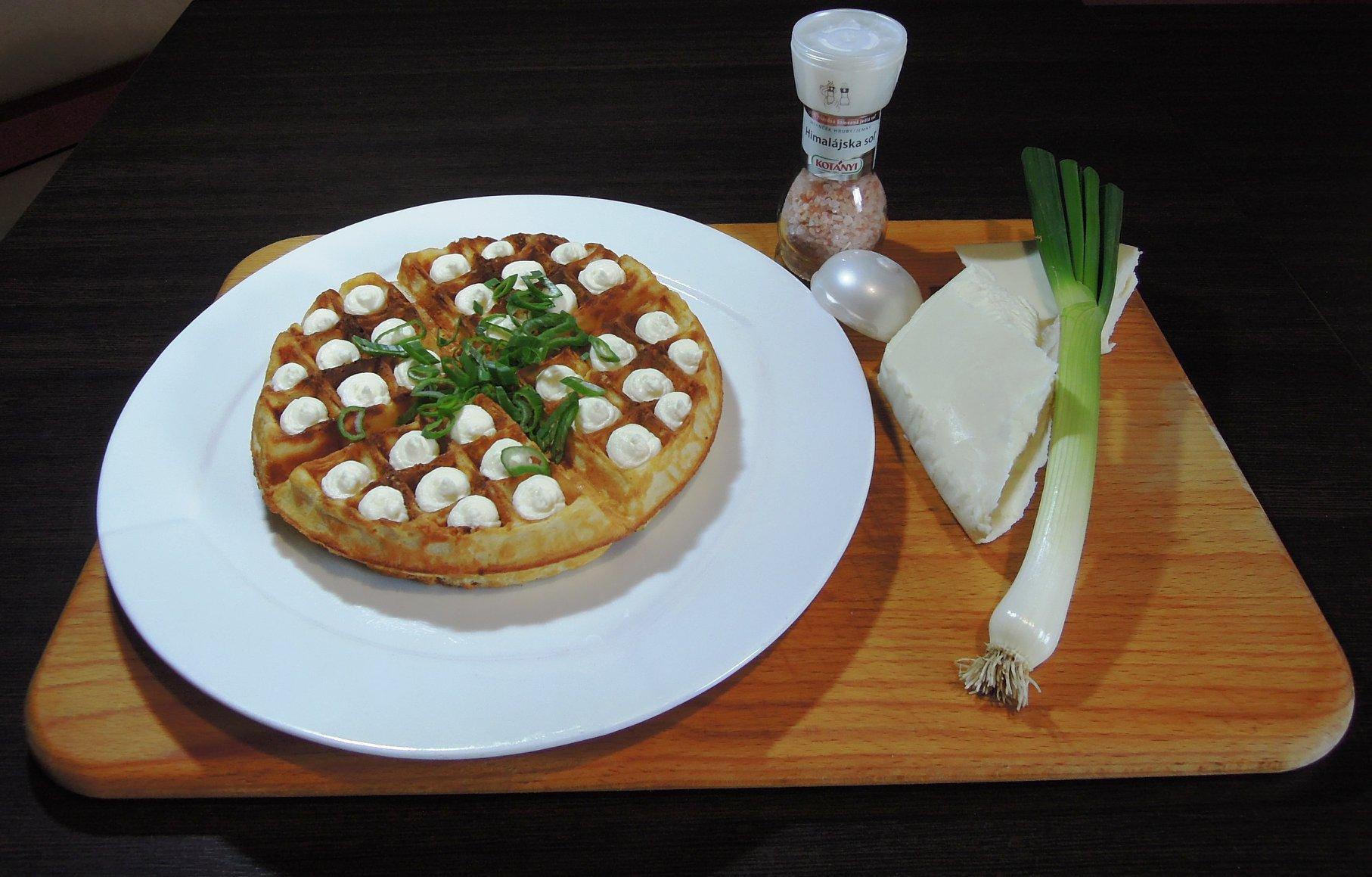 Urban Cafe: Bryndzové vafle s cibuľkou, foto: Urban Cafe Košice