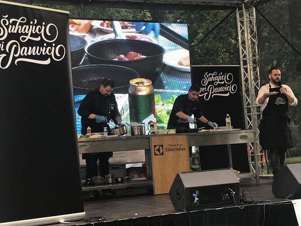 Šuhajíci pri panvici: V akcii sa ukázali napríklad na Gurmán feste v Bratislave, foto: FB Šuhajíci pri panvici