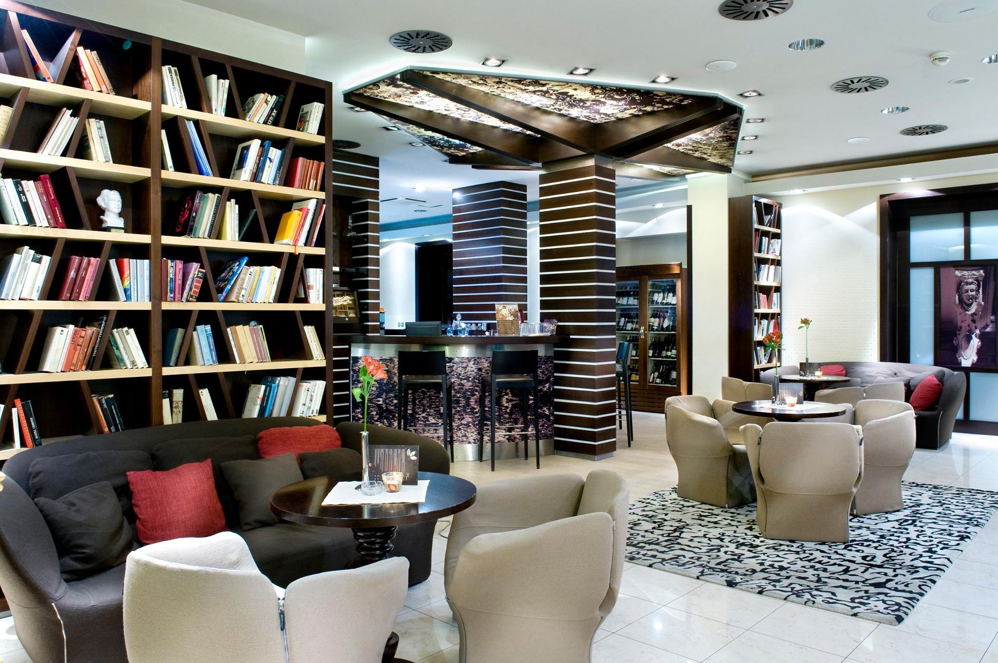 Hotel Dubná Skala: Bar a kaviareň, foto: FB Hotel Dubná Skala