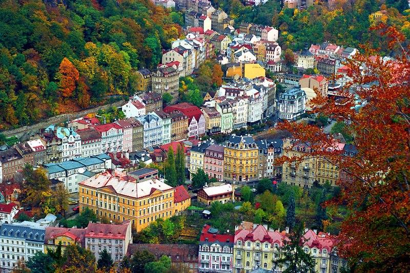 kúpeľné oplátky: Pohľad na Karlovy Vary zhora, foto: Jialiang Gao