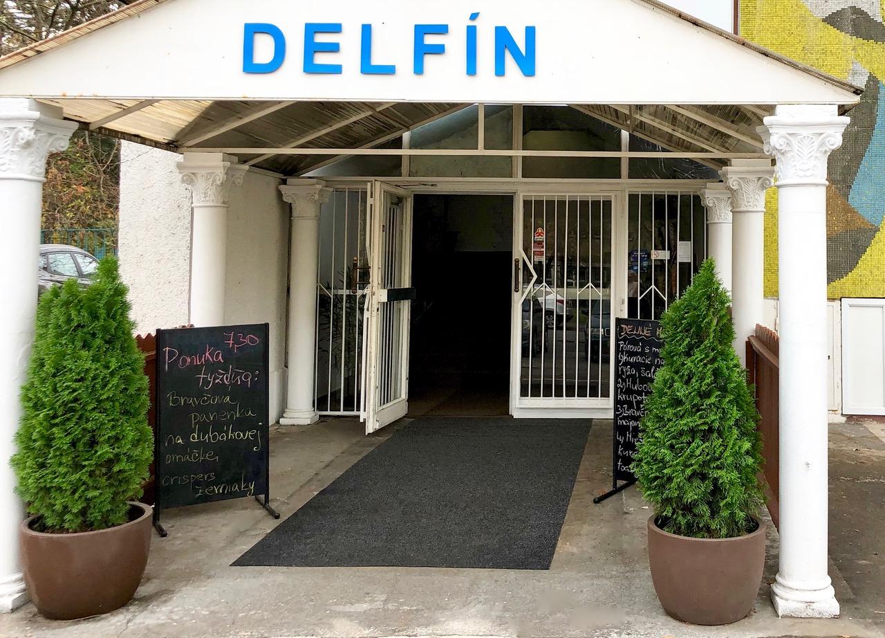 reštaurácia Delfín: Vchod do reštaurácie, foto: reštaurácia Delfín