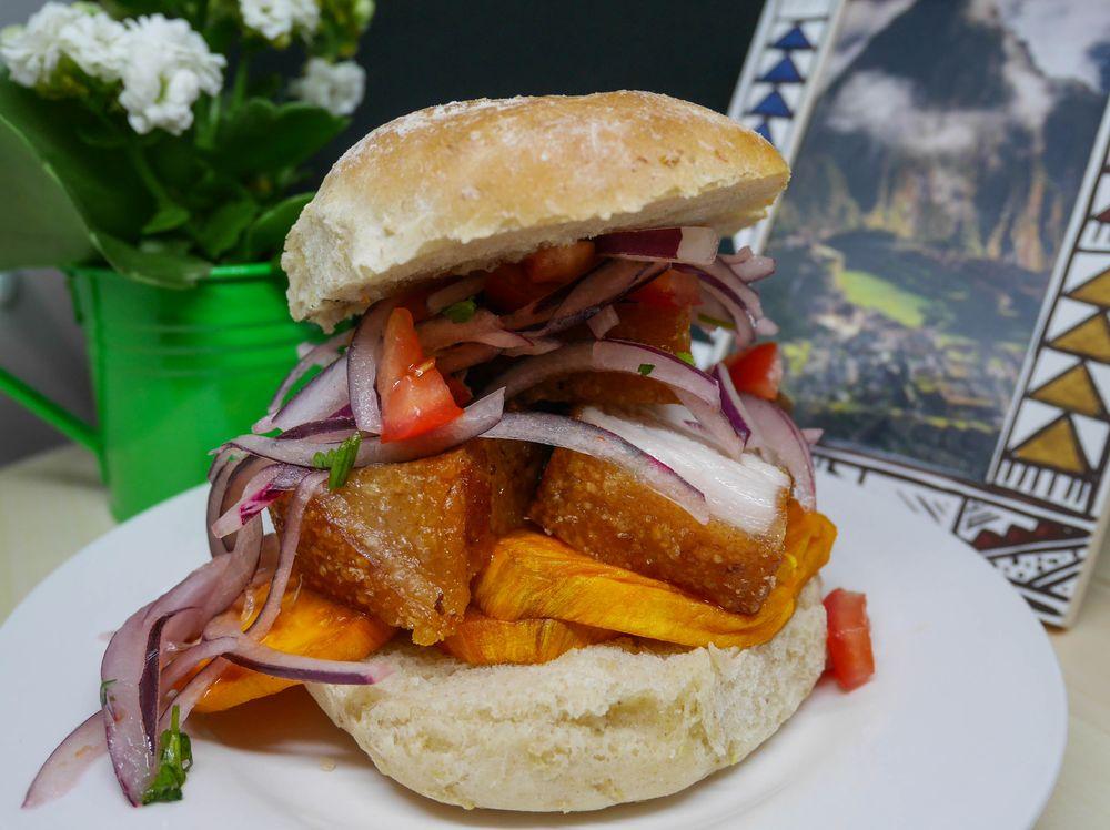 Peruánska kuchyňa sendviš burger bočik